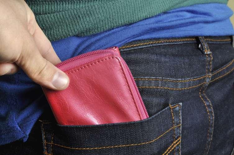 Batedores de carteira, um dos Golpes aplicados em turistas mais comuns.