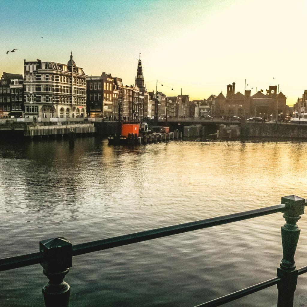 Pôr do sol em Amsterdã.