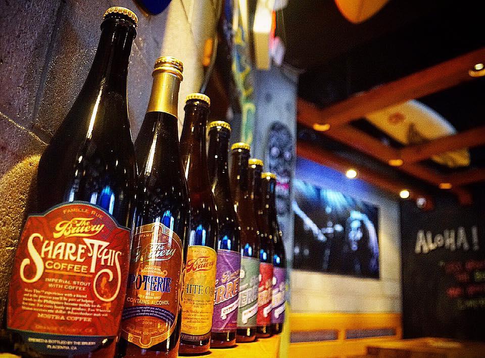 Tap and Grind é um dos poucos bares de cerveja artesanal em Orlando especializados em comida do Havaí.