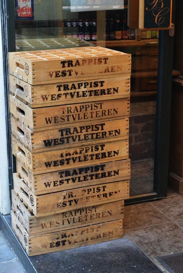 Caixas da cerveja trapista Westvleteren.
