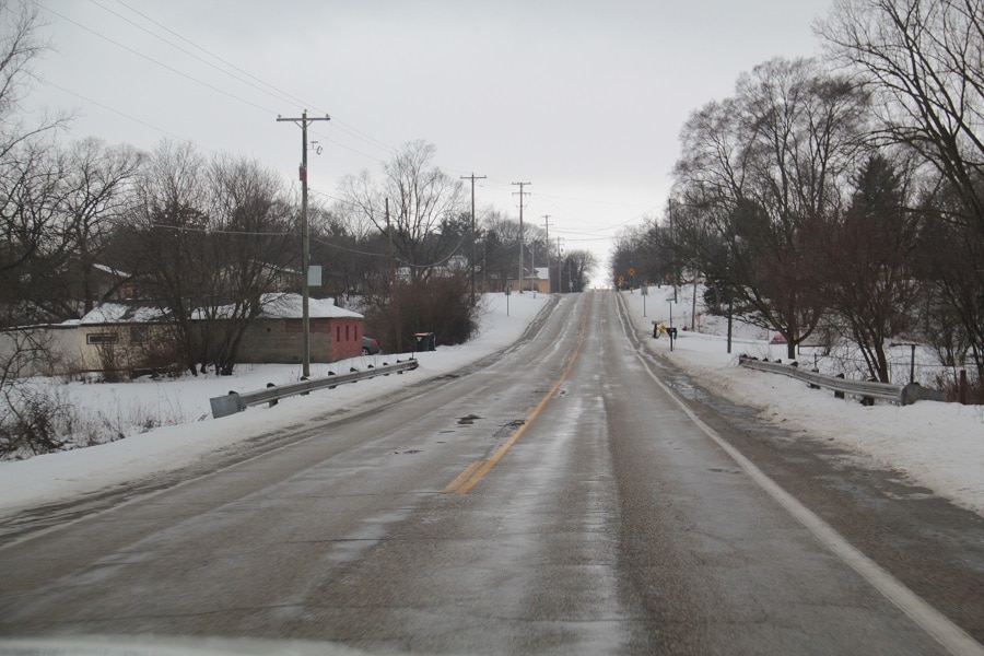 Neve na estrada em Grand Rapids.