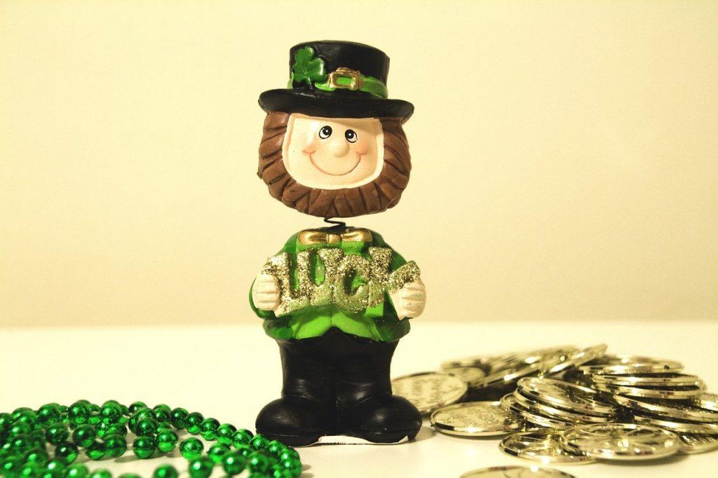 O famoso Leprechaun do folclore irlandês. É bem comum vermos pessoas fantasiadas desse ser durante o St Patrick Day.