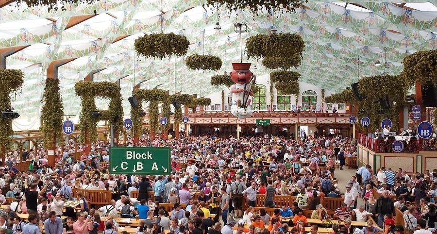 A tenda da Hofbräu. Uma das mais famosas da oktoberfest.