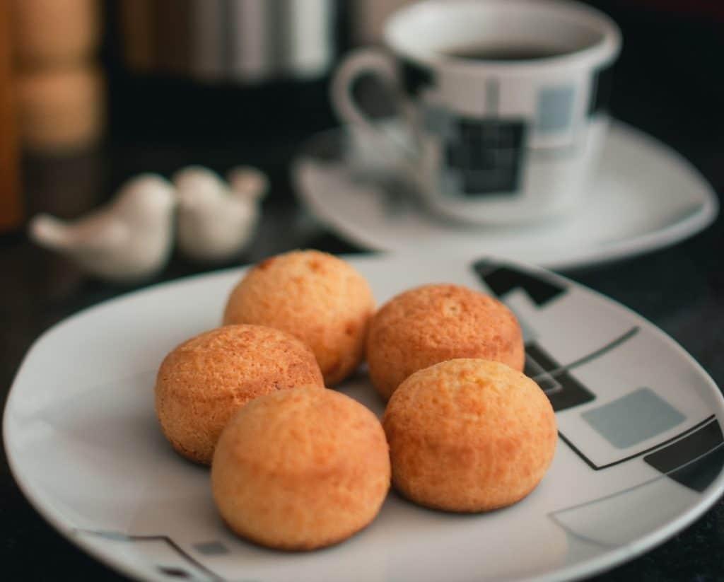Pão de queijo é um dos pratos que faz Belo Horizonte merecer o título de cidade criativa da gastronomia pela UNESCO.