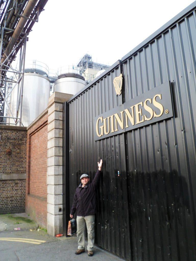 Um dos portões da Guinness Storehouse.