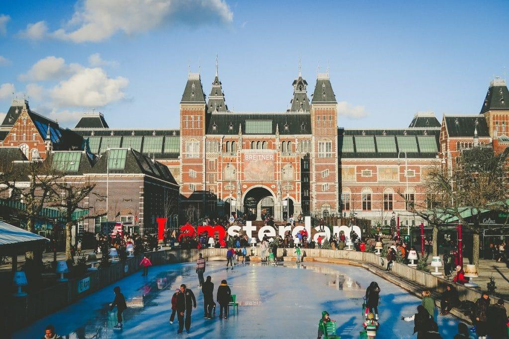Museumplein em Amsterdã.