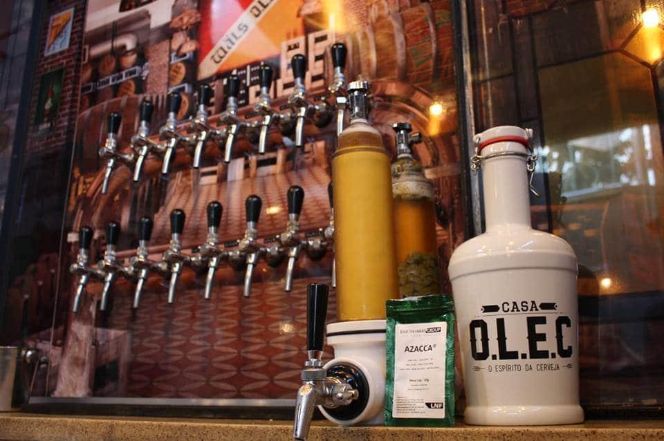 Tap Room Casa O.L.E.C é o bar da primeira loja de insumos e equipamentos para produção de cerveja artesanal em Belo Horizonte.