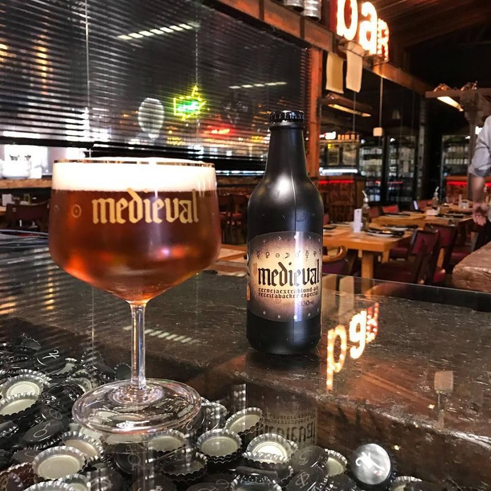 Templo Cervejeiro Backer: um dos mais renomados redutos da cerveja artesanal em Belo Horizonte.
