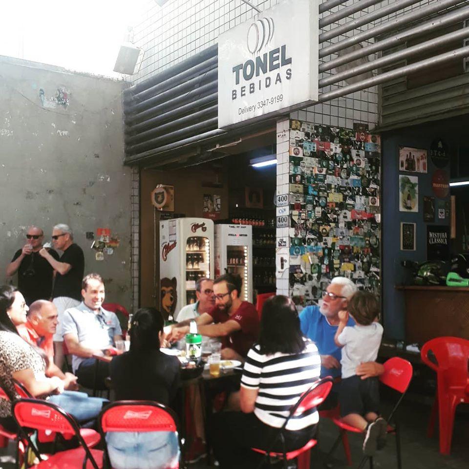 Tonel Bebidas é um bar onde são encontrados inúmeros rótulos de cerveja artesanal em Belo Horizonte.