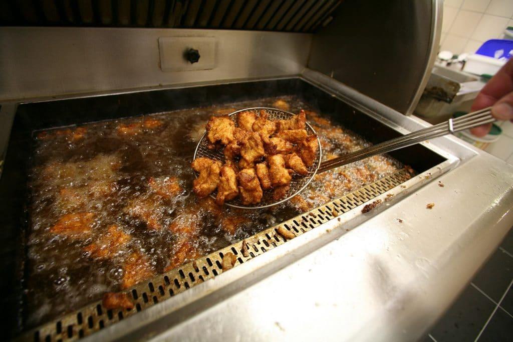 Kibbeling: uma comida de rua muito comum em Amsterdã.
