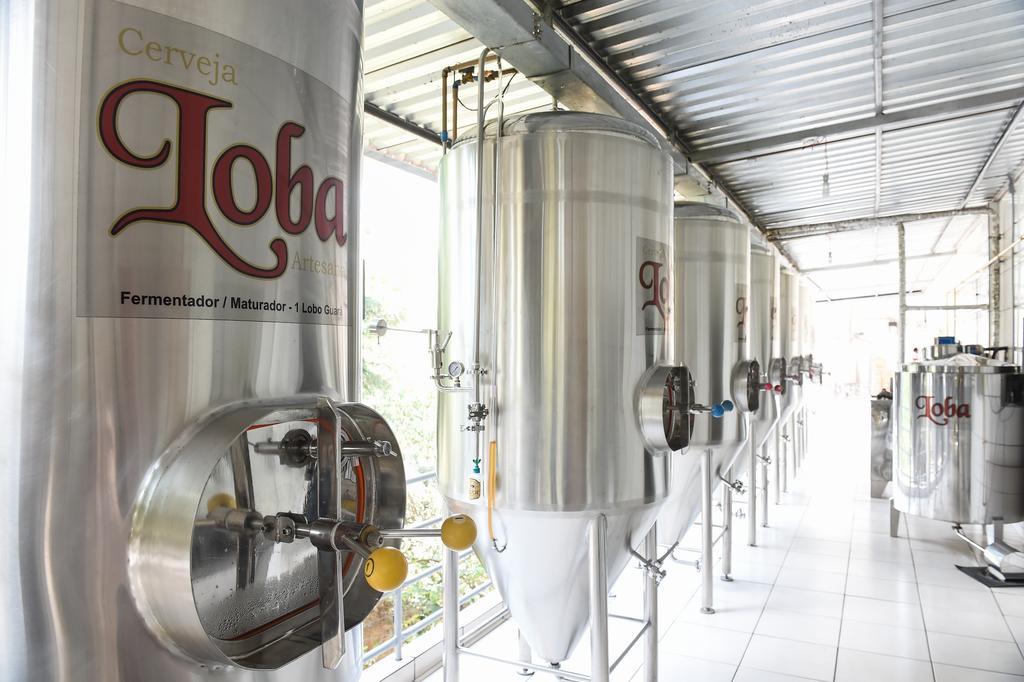 Fermentadores da Cervejaria artesanal Loba, na Fazenda Guararám em Santana dos Montes, MG.