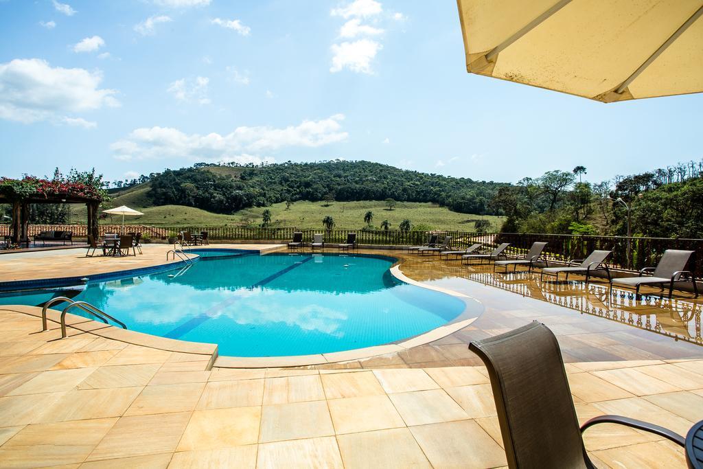 Piscina do Hotel Fazenda da Chácara em Santana dos Montes, MG.