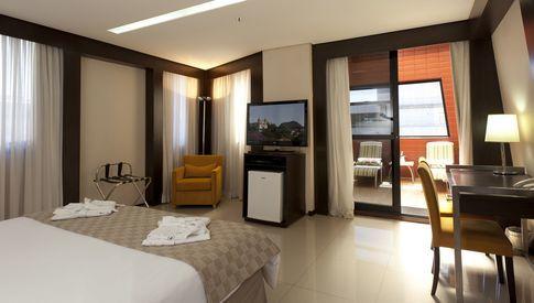 Suíte de luxo do hotel Royal Boutique Savassi em Belo Horizonte.