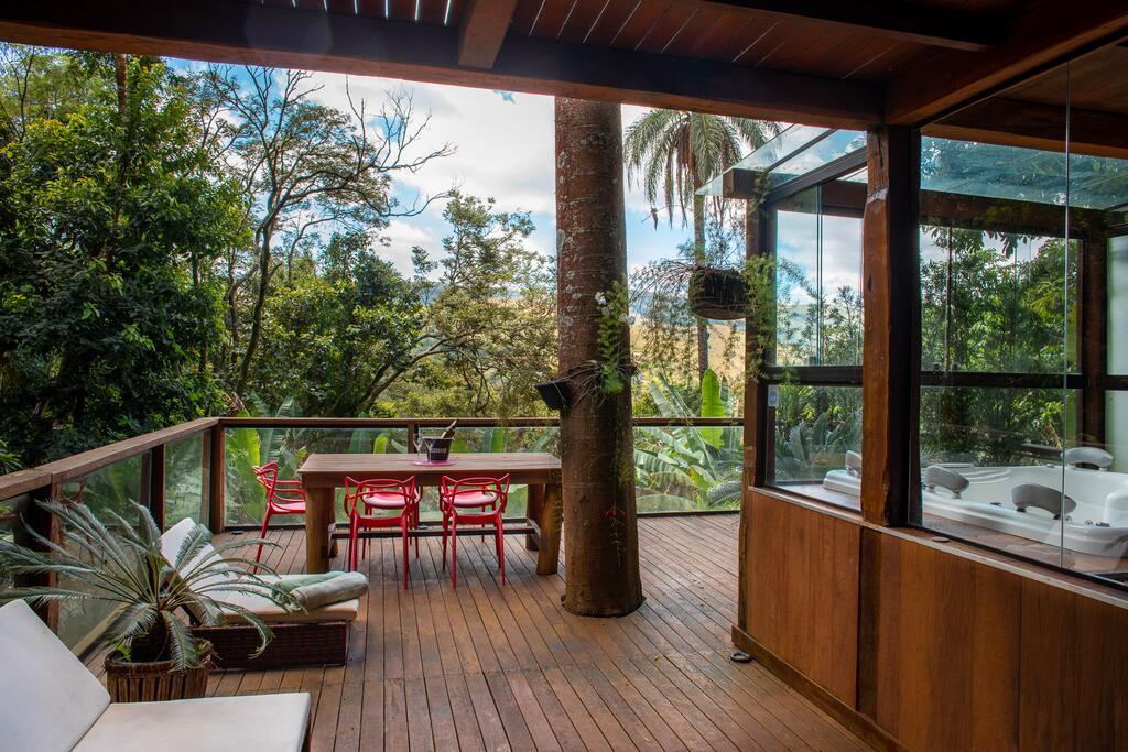 Deck na Casa Raul em Macacos