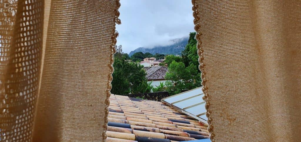Vista da janela do quarto da Pousada Marília de Dirceu
