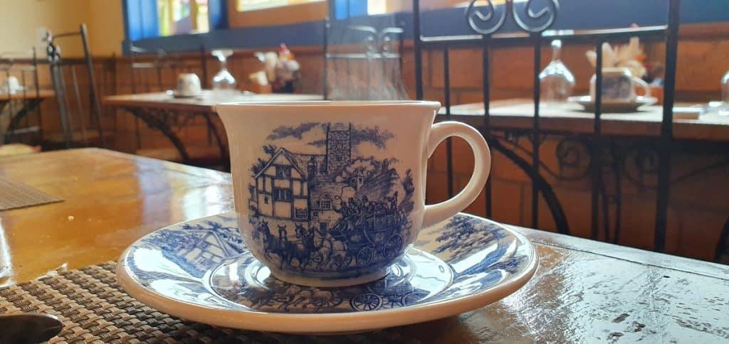 Detalhe da xícara no café da manhã