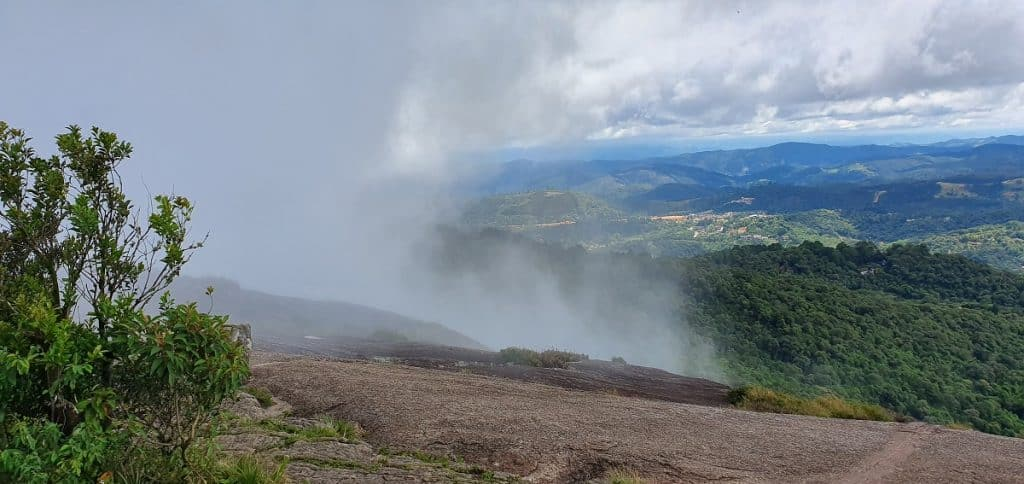 Formação de neblina.
