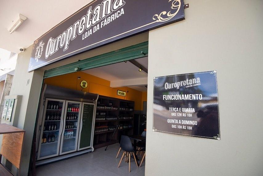 Bar da fábrica da cervejaria Ouropretana em Ouro Preto