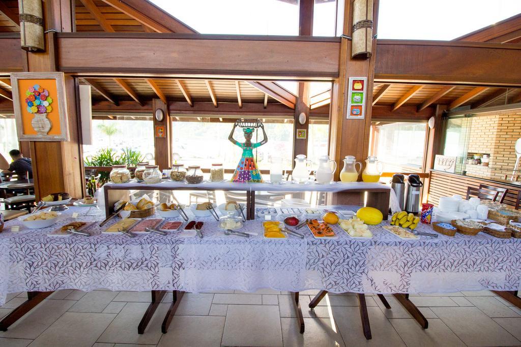 Café da manhã na Pousada Acqua Azul em Ibertioga