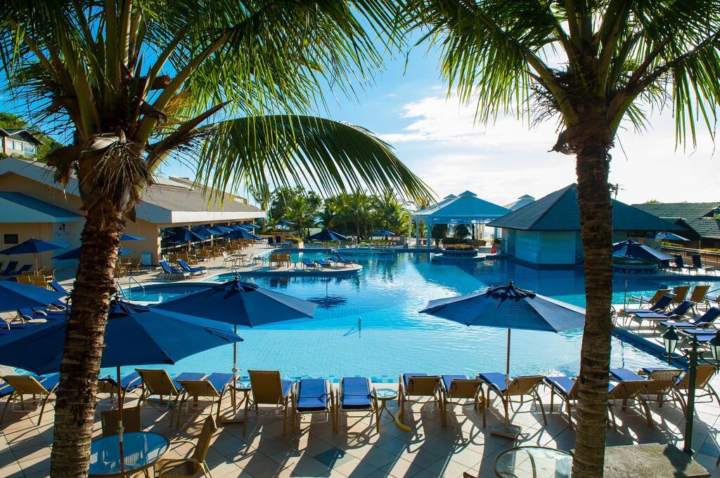Piscina do Infinity Blue Resort e Spa, em Balneário Camboriú, SC.