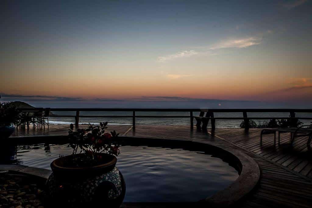 Deck do Resort Solar Exclusive na Praia do Rosa, SC.