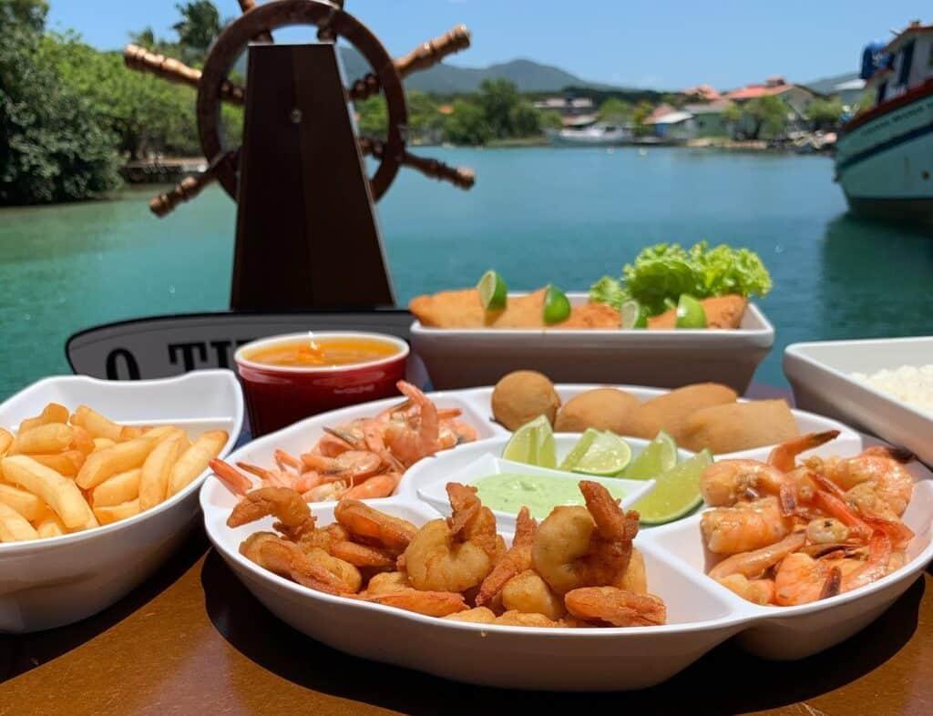 Sequência de camarão no restaurante O Timoneiro, na Barra da Lagoa, em Florianópolis.